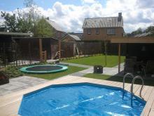 Resultaat tuin met verwarmd zwembad op zonne-energie