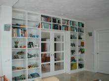Kamer scheidende kastenwand met schuifdeuren